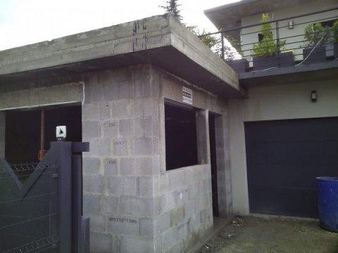 Entreprise de maçonnerie à Aix-les-Bains pour chantier d'agrandissement d'une maison toit plat