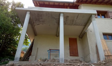 Réalisation de travaux d'agrandissement de balcon pour une création de véranda sur Pussy